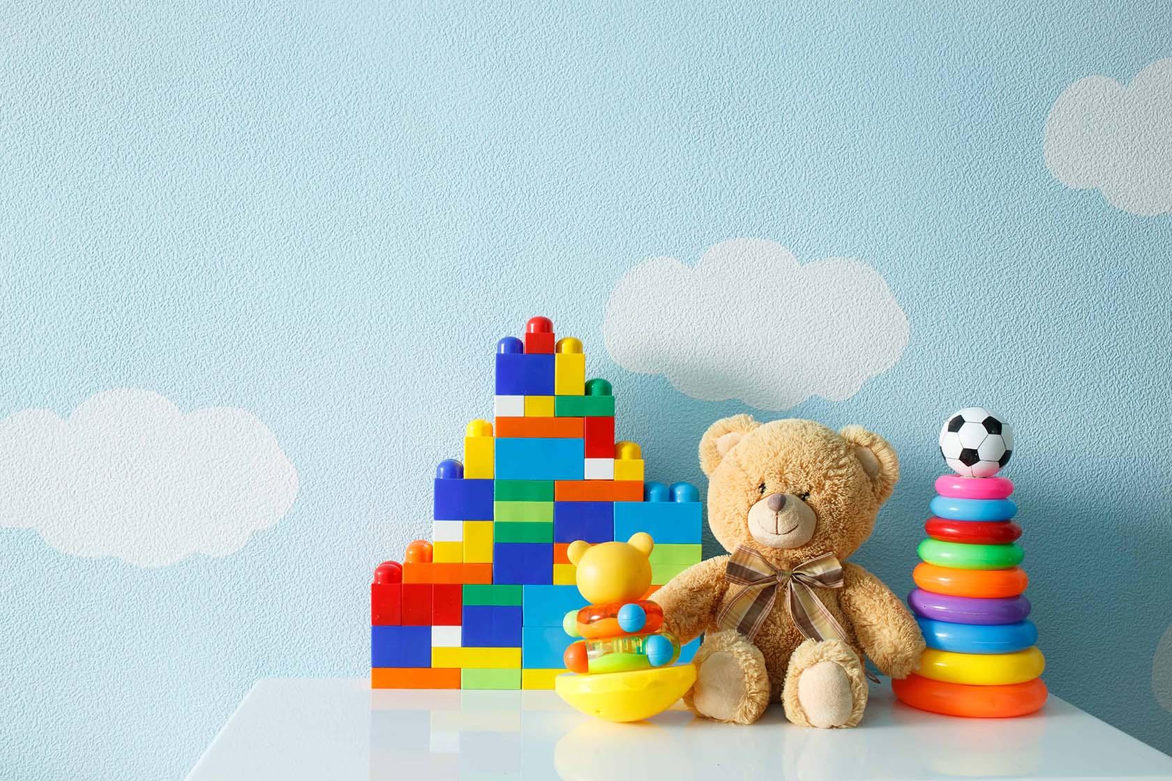 мече и детски играчки
