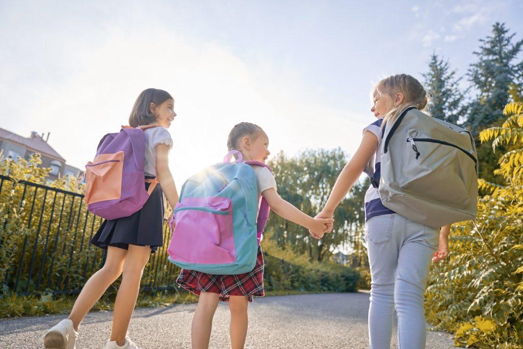 ученици с раници образованието в България