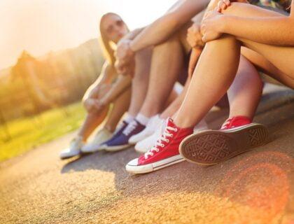 много маратонки на едно място и спортни обувки